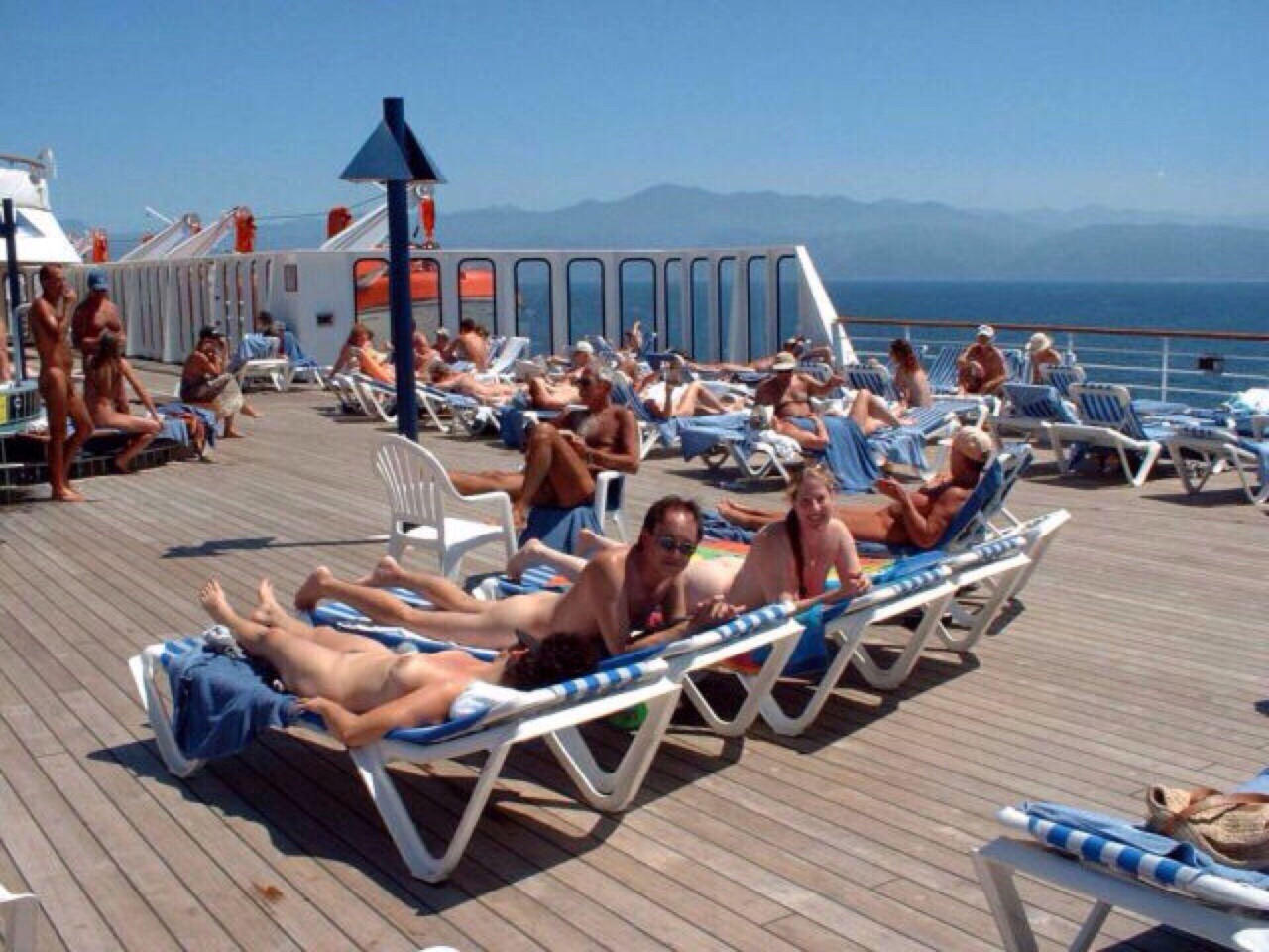 Nudist Idea Go On A Naked Cruise Nu Et Heureux Naked And - Nude cruise ships